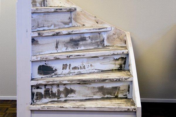 Traprenovatie met massief houten trede - De trap van de bistro ...