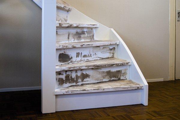 Traprenovatie met massief houten trede - Renovatie van een houten trap ...